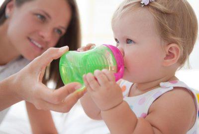 奶瓶到吸管杯:什麼時候才是合適的轉換時間?